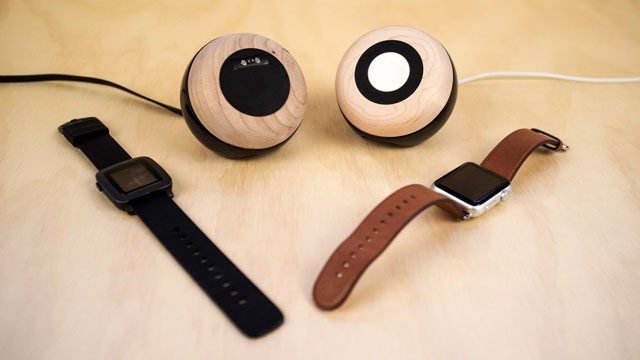 Enveo Chestnut Smartwatch dock